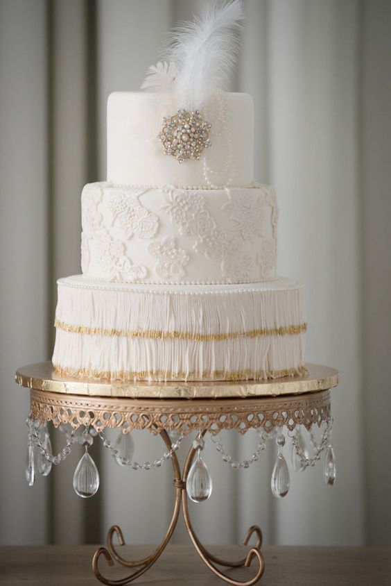 Glamorous FRINGE!! Love the Art Deco design on this wedding cake by Cake Designers with photography by Sophia's Art Photography. Antique