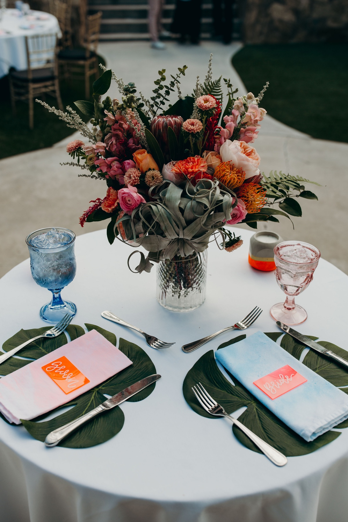 Modern sweetheart table