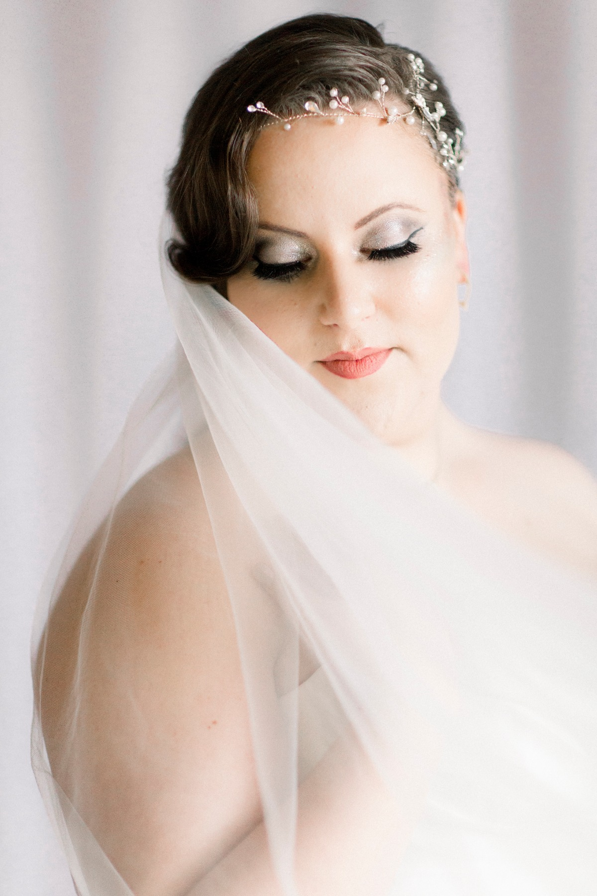 Bridal eye makeup in silver