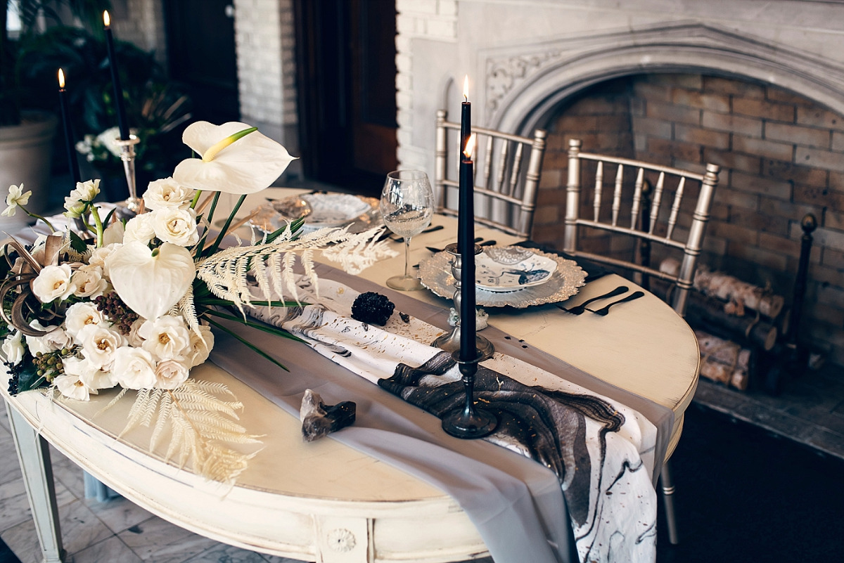Dramatic chic sweetheart table