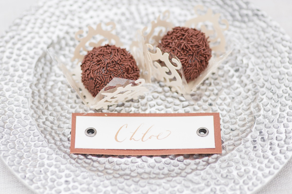 wedding place card with chocolates
