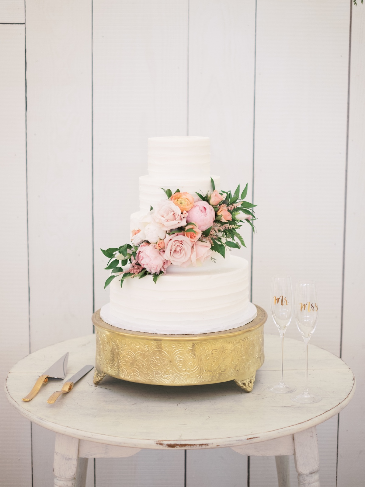 pink floral decorated wedding cake