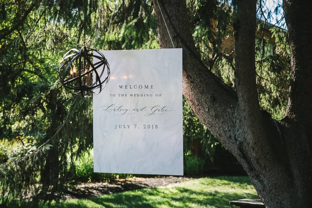 Of course we have to take another peek at L&G's wedding featured yesterday on