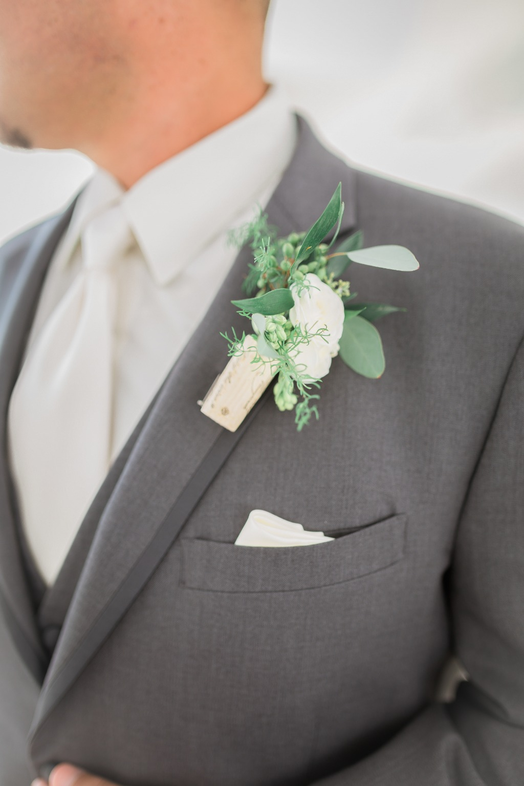 Don't forget about the groom details! Loving this unique boutonnière with a wine cork!
