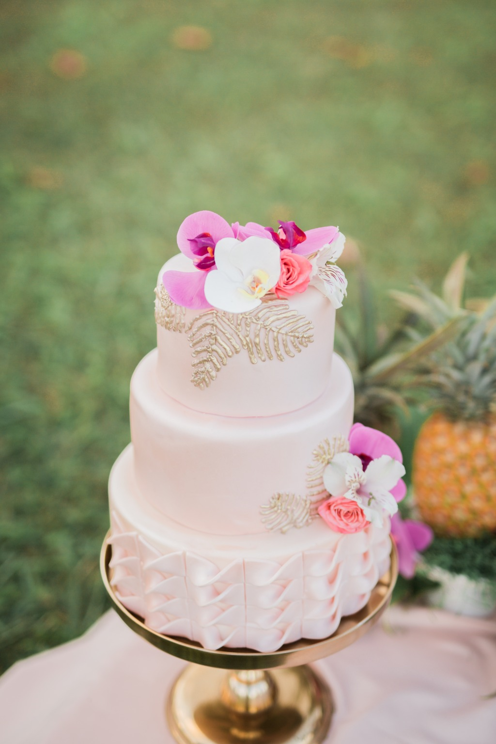 Loving this Pink Wedding Cake!!!