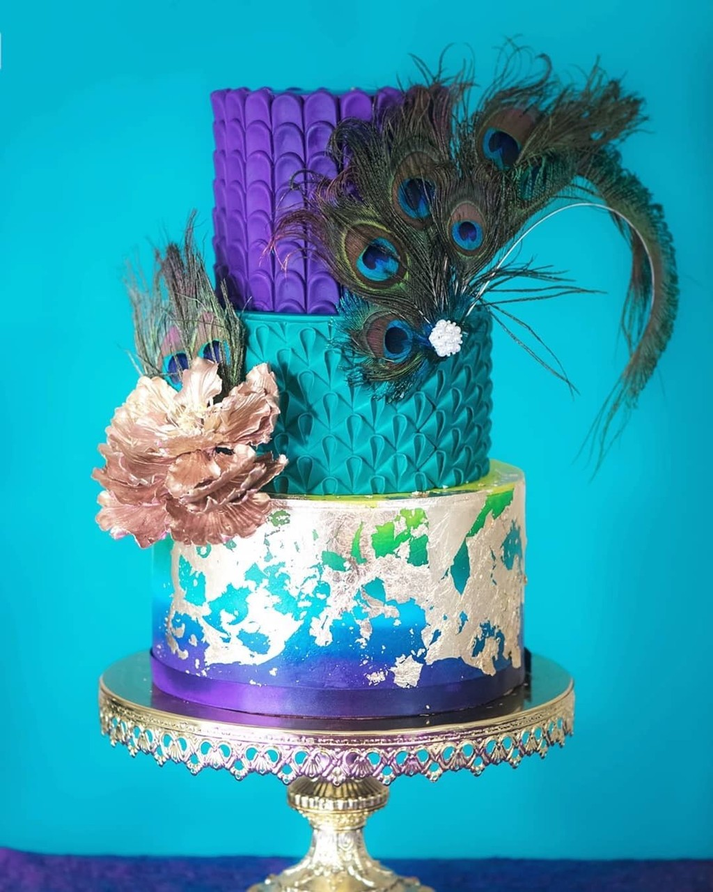 💙💜Peacock Wedding Cake via @thesugarstream on our Shiny
