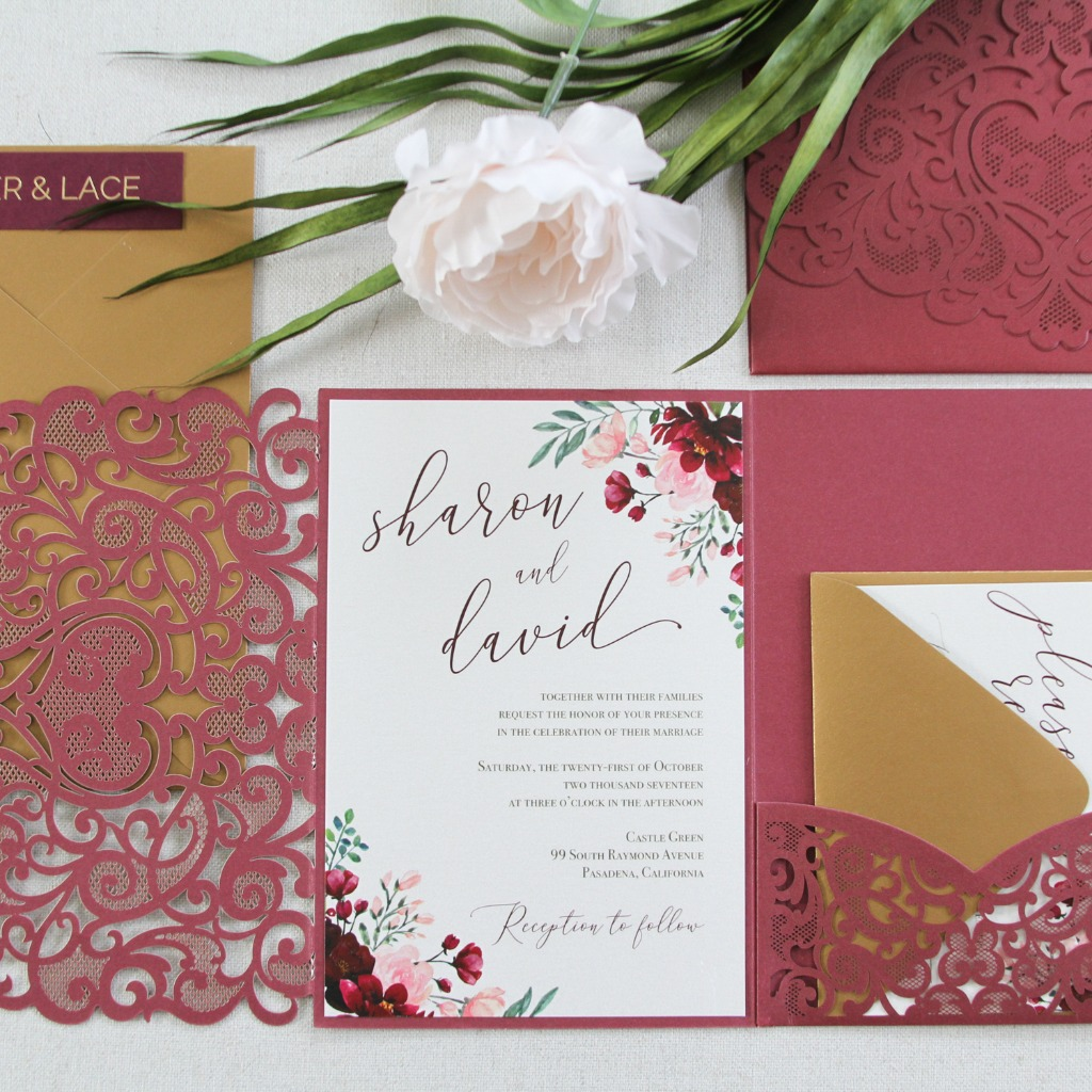These deep burgundy flowers and delicate laser cut invites, 😍 reminds me of timeless garden gates!