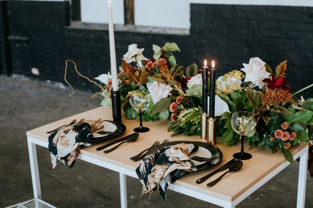 black white and gold modern floral table deocr