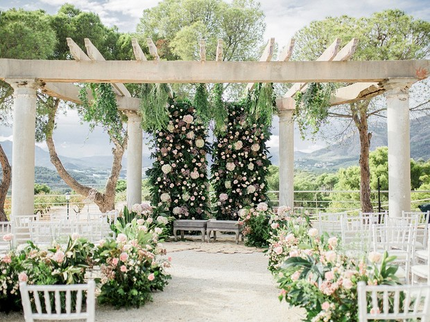 Dream ceremony filled with flowers
