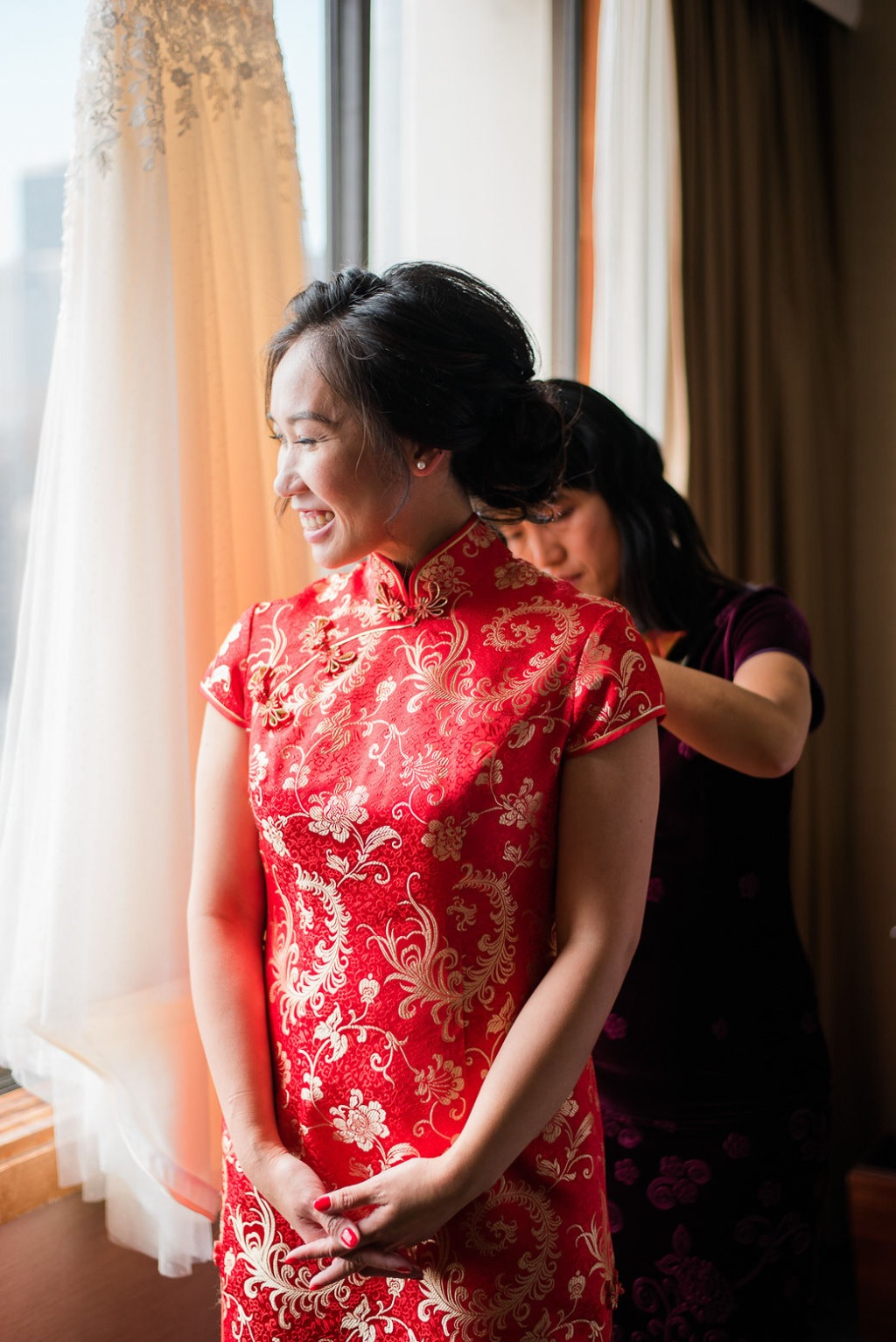 How gorgeous is our bride in her qipao? We can't stop admiring the beautiful, vibrant, red and gold brocade, with its gold details