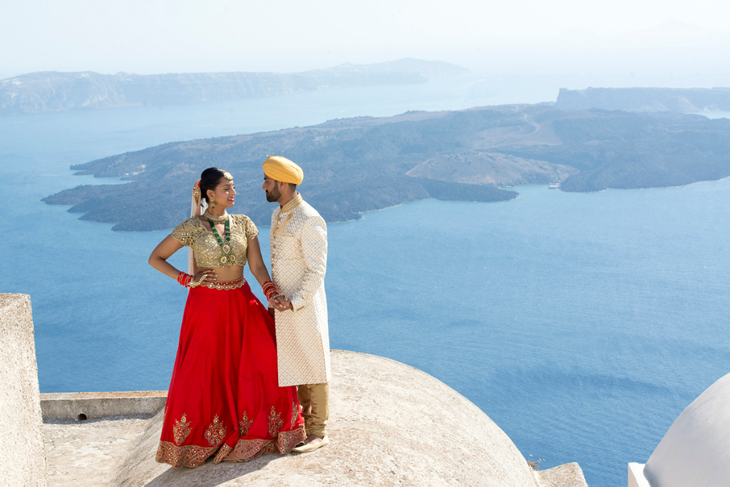 Indian wedding traditions are really a pleasure to document. Held on the sun-kissed island of Santorini, Aashish and Divya's extraordinary
