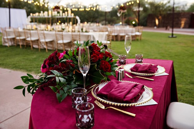 burgundy and gold sweetheart table