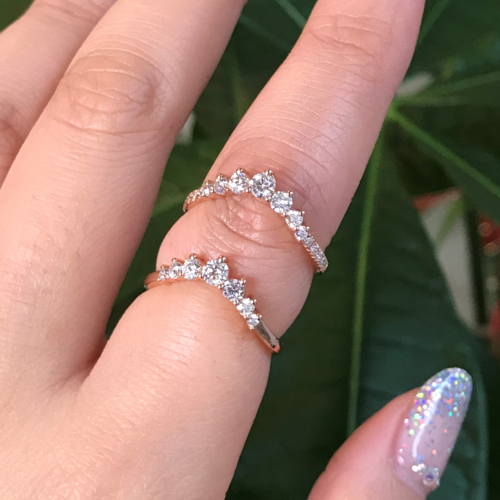 We can't decide which we love more! Our 7-Stone Diamond Curved Wedding Band with more diamonds on the band or in plain band. Help us