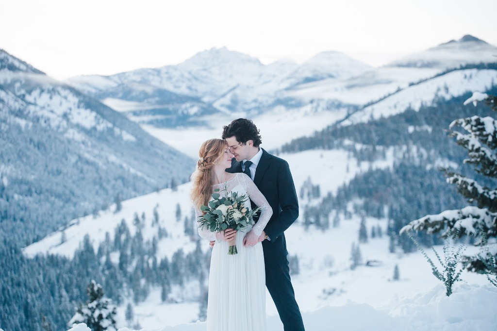 Winter weddings have climbed my list of all time favorite shoots. There is a mystical fairytale feeling to them that I cannot quite