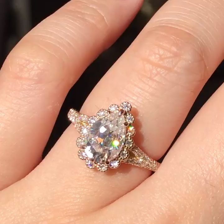 Our Custom Vintage Luna Halo ring with a large 2 carats of pear cut moissanites in complete with brilliant diamonds 💎 Do you love
