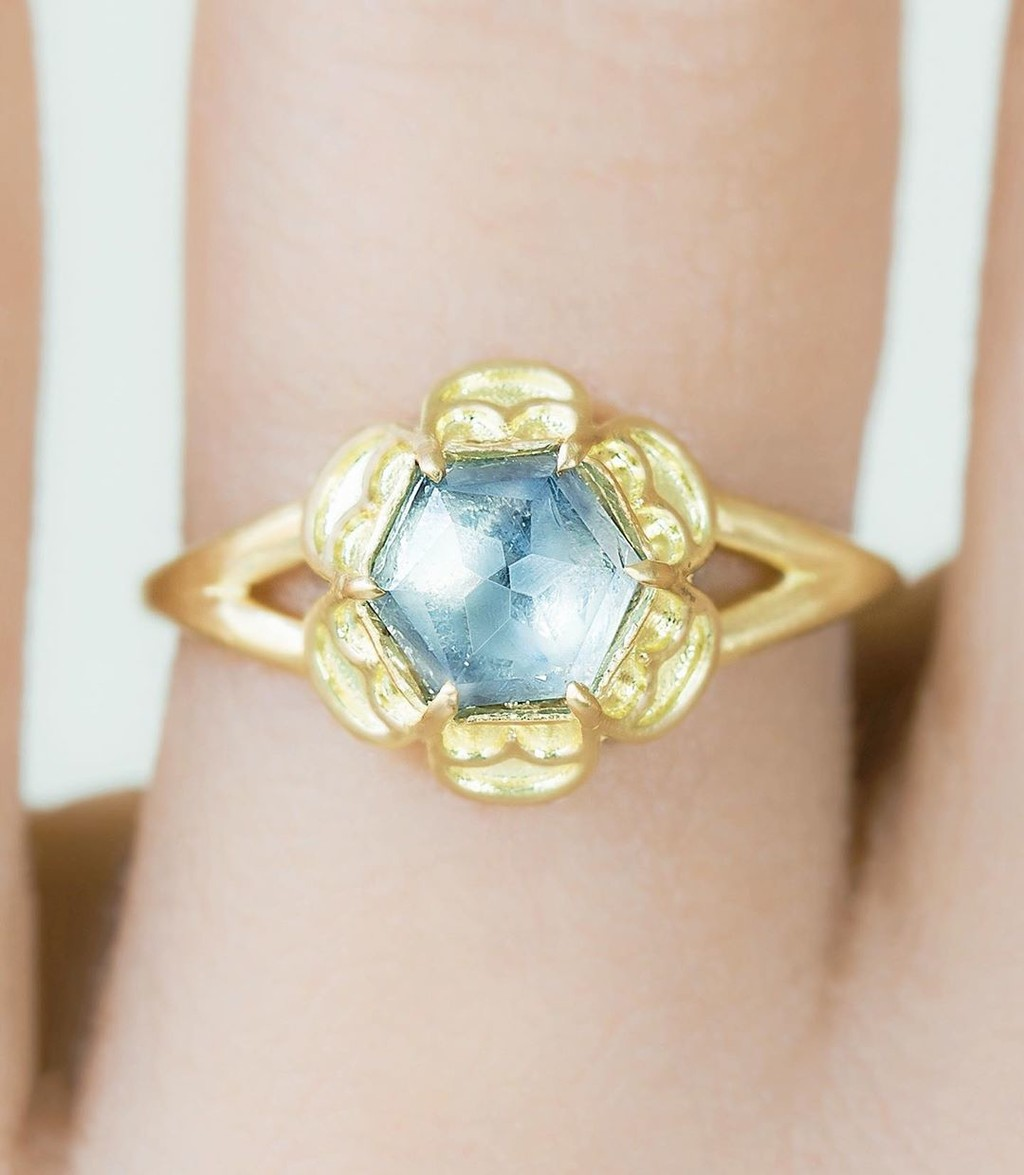 ✨🌞💫 Shinny and bright Untreated Montana Sapphire Hexagon Hexafoil Ring available now. ✨💫