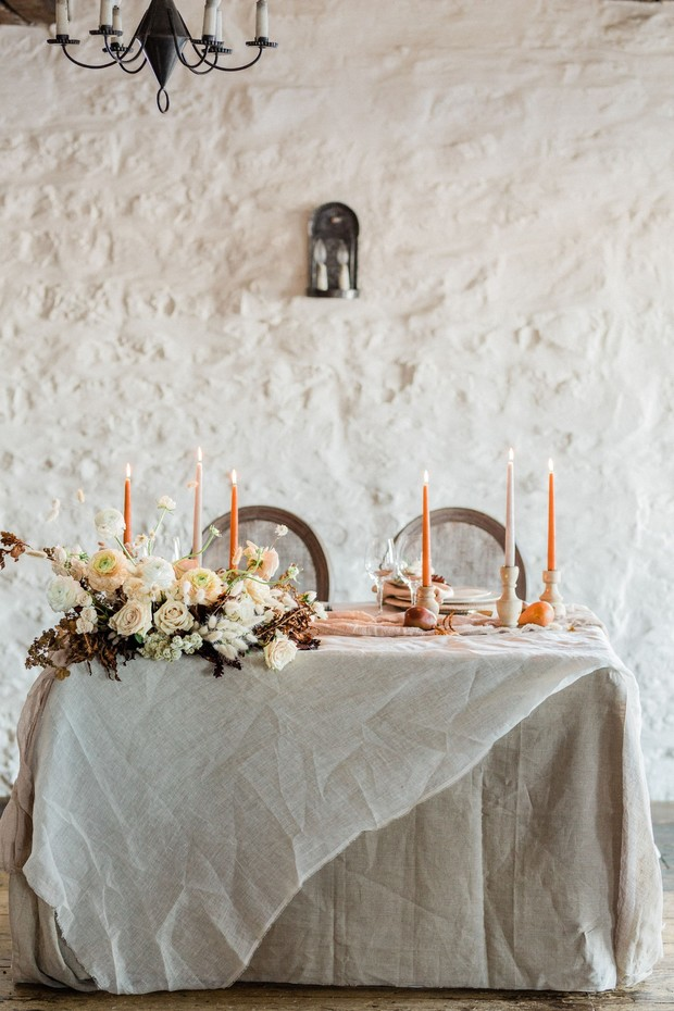 sweetheart table with vintage minimal vibe