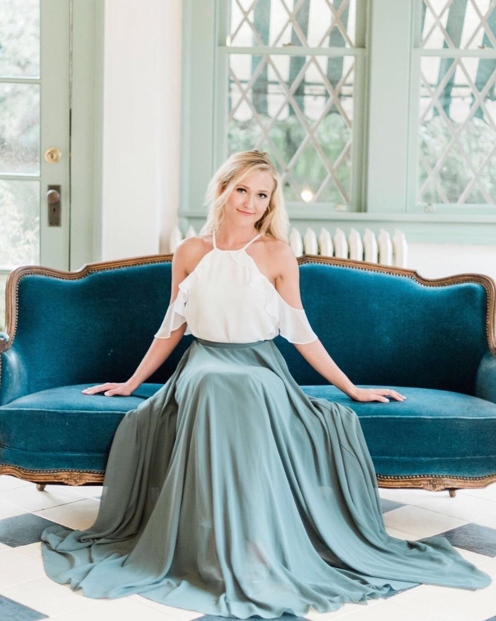 Serene moments, soft lighting, & seriously swoon-worthy separates.💙