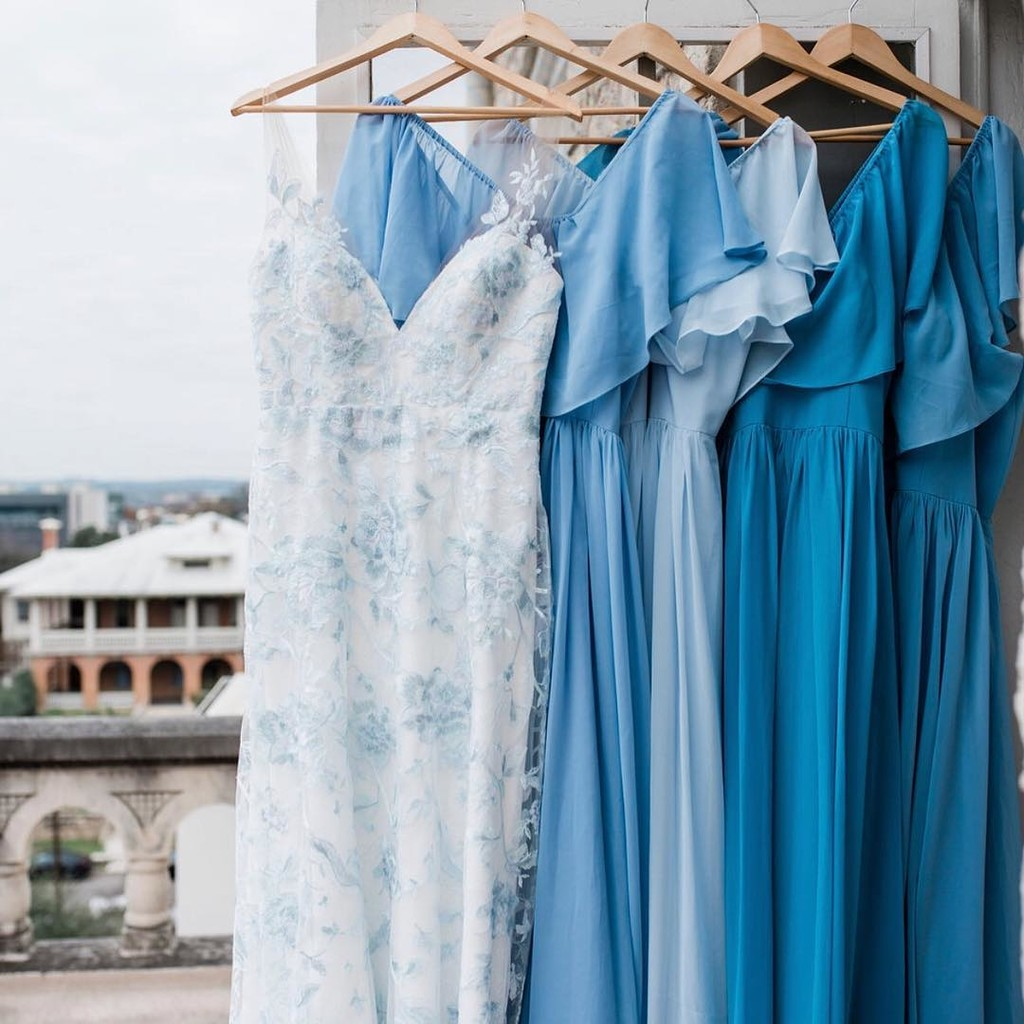 Because there's just something blue-tiful about bold bridal looks and boho styles.💙