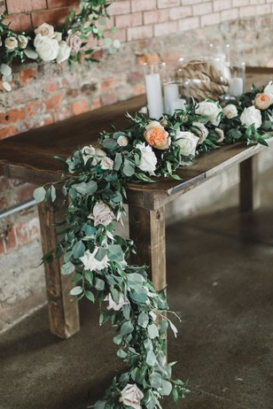 floral garland wedding table