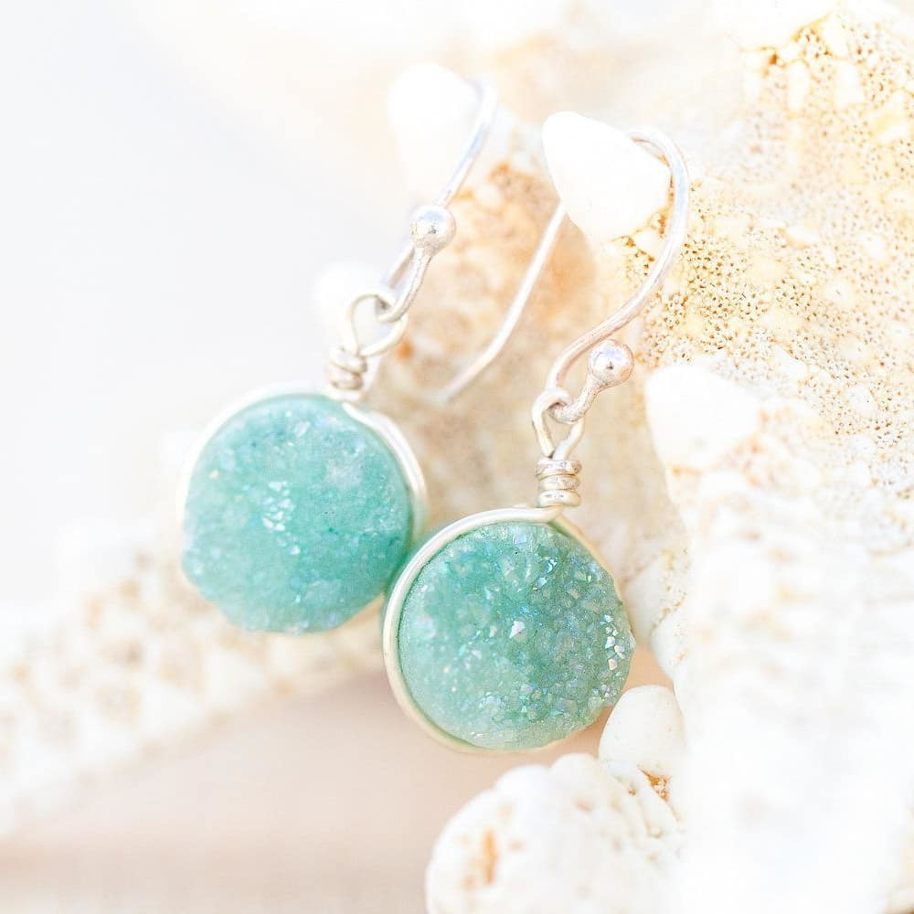 The perfect seafoam green druzy earrings for a ceremony by the sea 😍