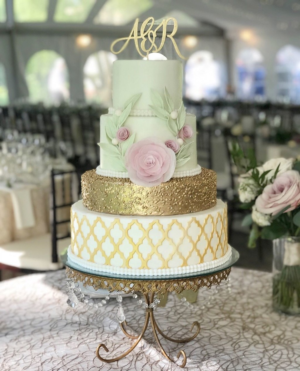 Wedding cake by @couturecakery inspired by the beautiful work