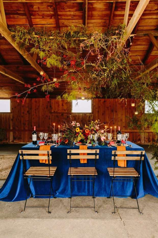 rustic chic wedding table decor with with a moody Fall vibe