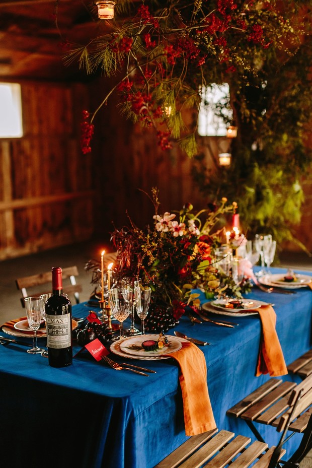 moody wedding table decor for the Fall
