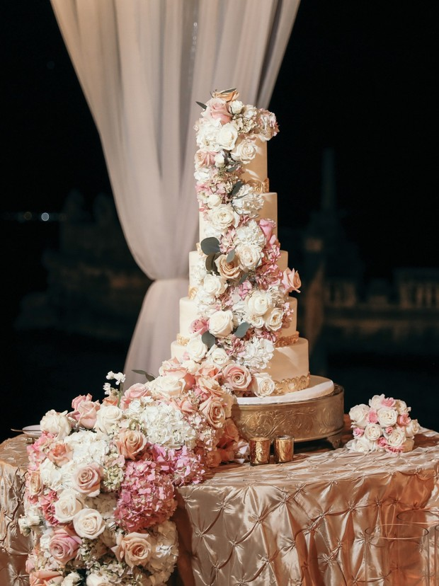 Amazing cascading flower wedding cake