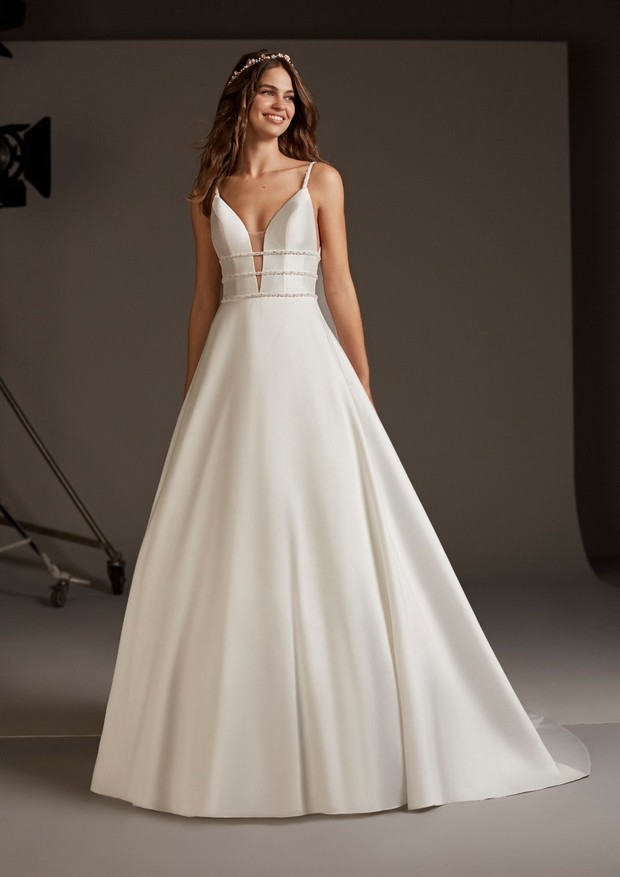 173833c616186 Pronovias 2020 Cruise Collection
