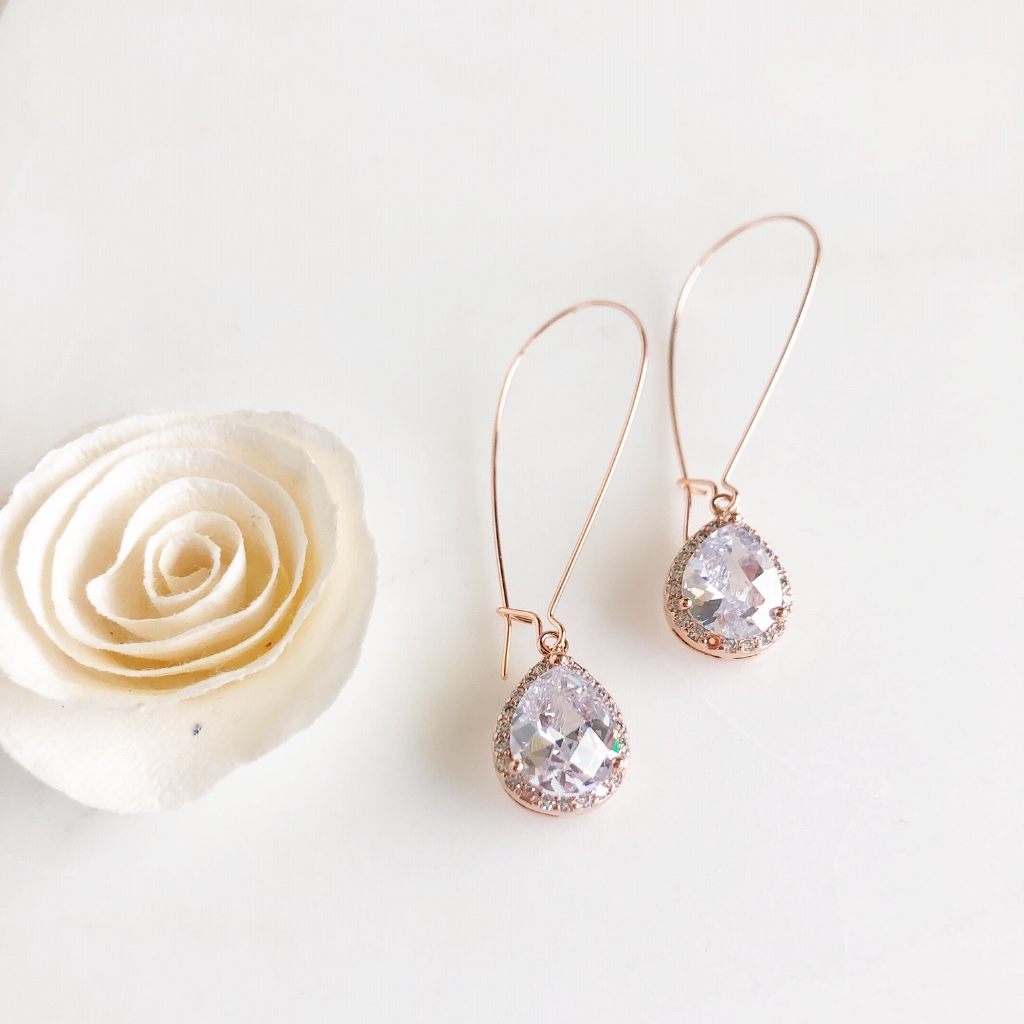 Gorgeous long rose gold drops, wit cubic zirconia stones.
