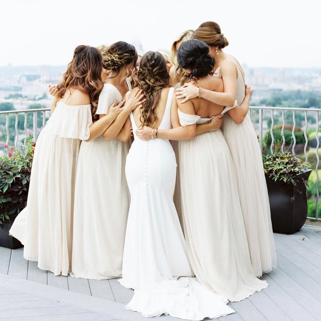 Those pre-wedding cuddles with your very best babes.👯‍♀️
