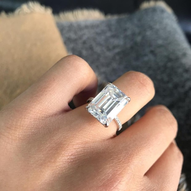 10 Looks Just Like J.Lo's Emerald Engagement Ring from A-Rod