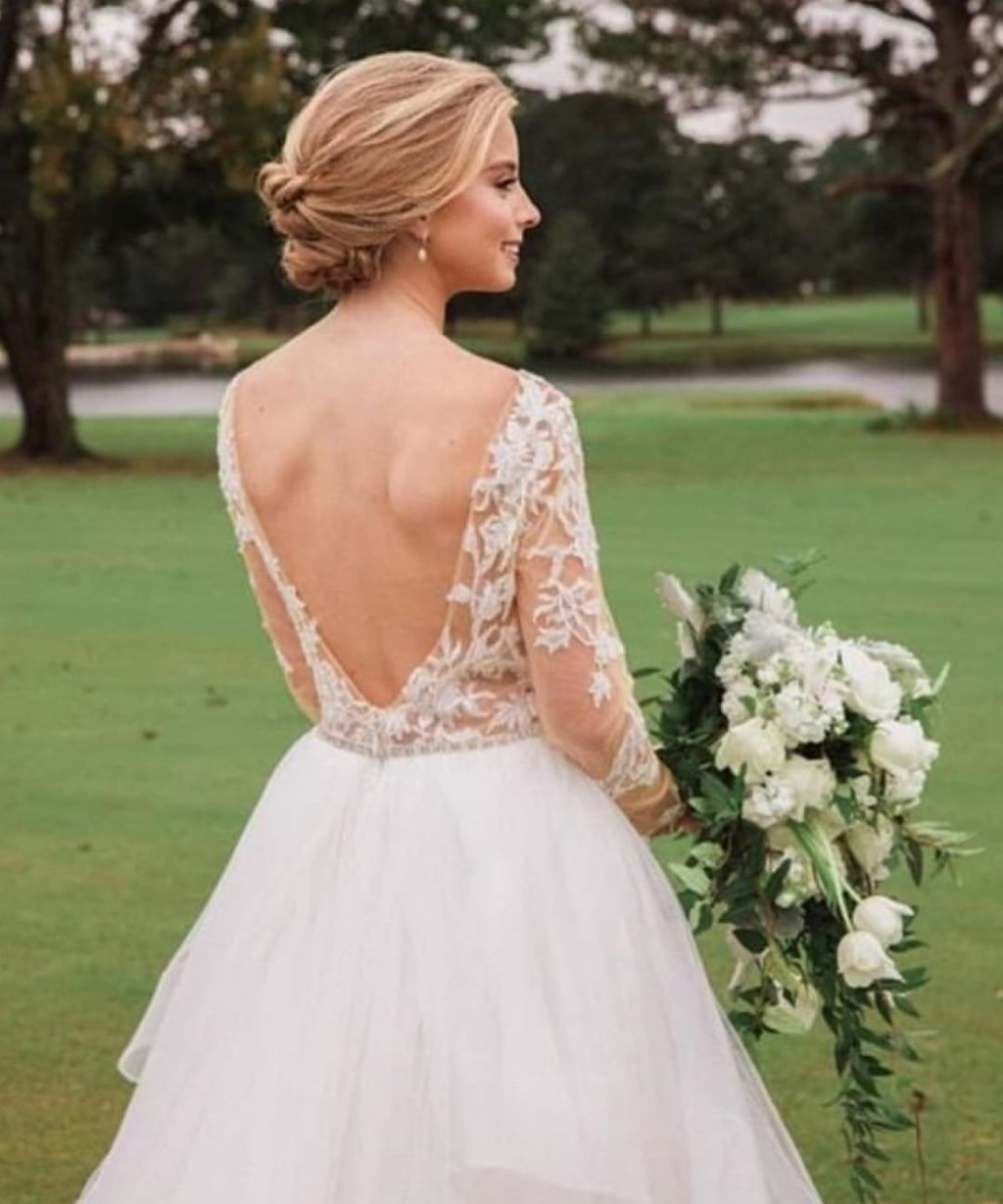 The back of a wedding dress is just as important as the front. 💞
