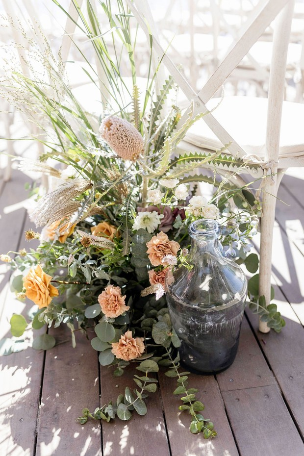 beachy themed wedding flowers