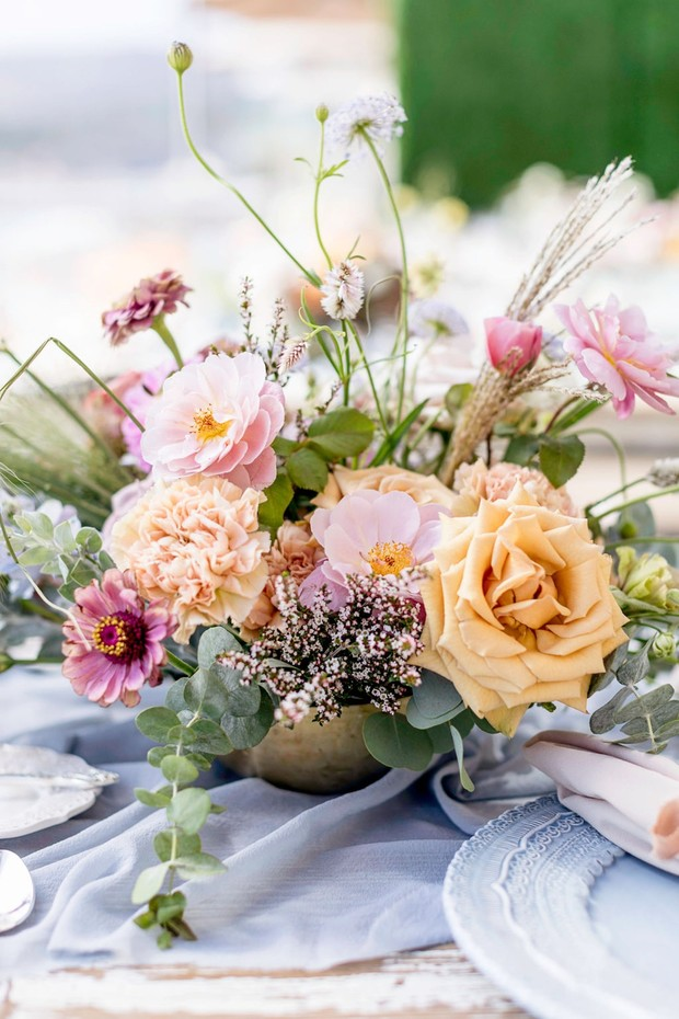 spring time themed wedding flowers