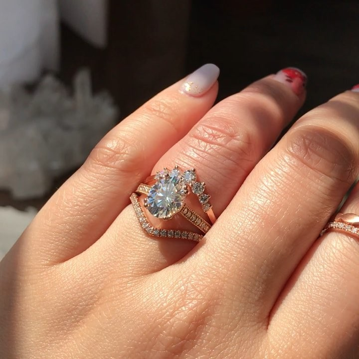 That triple stack sparkle ✨ We mixed and matched our oval with our 7 stone band and like the icing on the cake, topped it off with