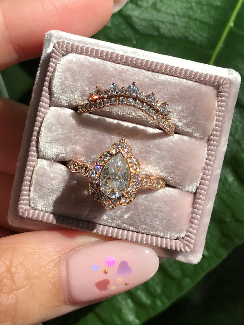 Crown diamond band + vintage floral pear ring in your favorite, rose gold 🌹 💍 Shop the look here!