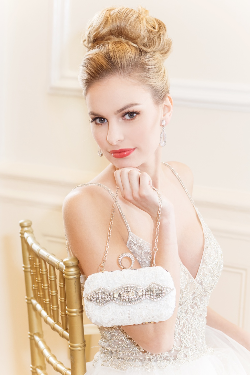 Couture bridal clutch that has all the glamorous details