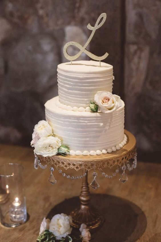 Wedding Cake Stands with chandelier accents! Shop Wedding Cake Stands created with LOVE by Opulent Treasures. Photo: Anna Delores Photography