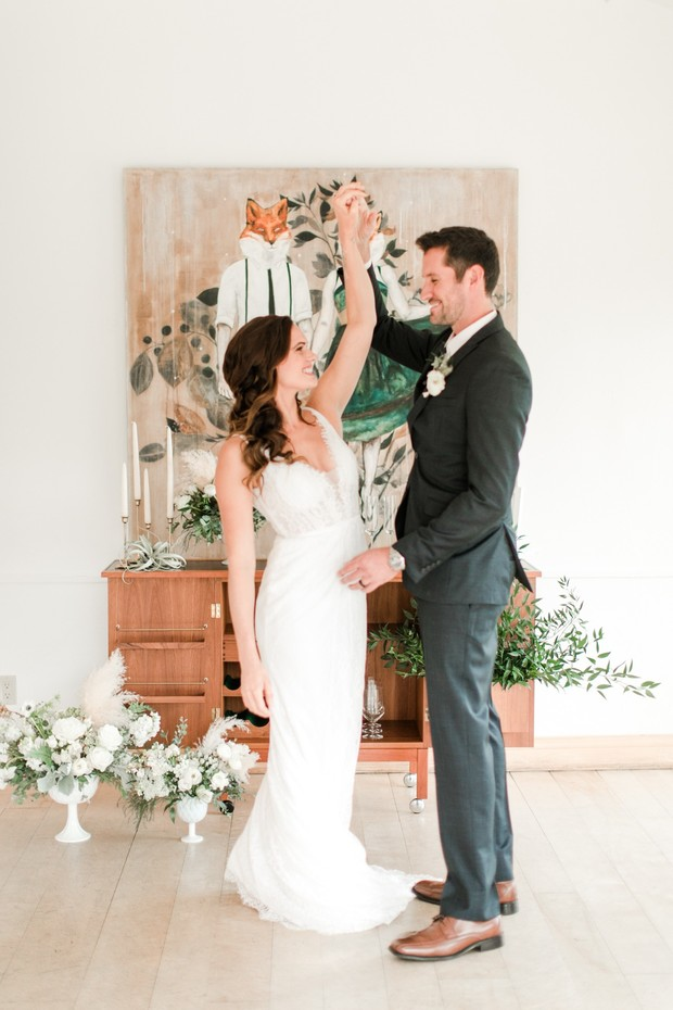 How To Have A Chic Gallery Wedding With A Cozy Vibe