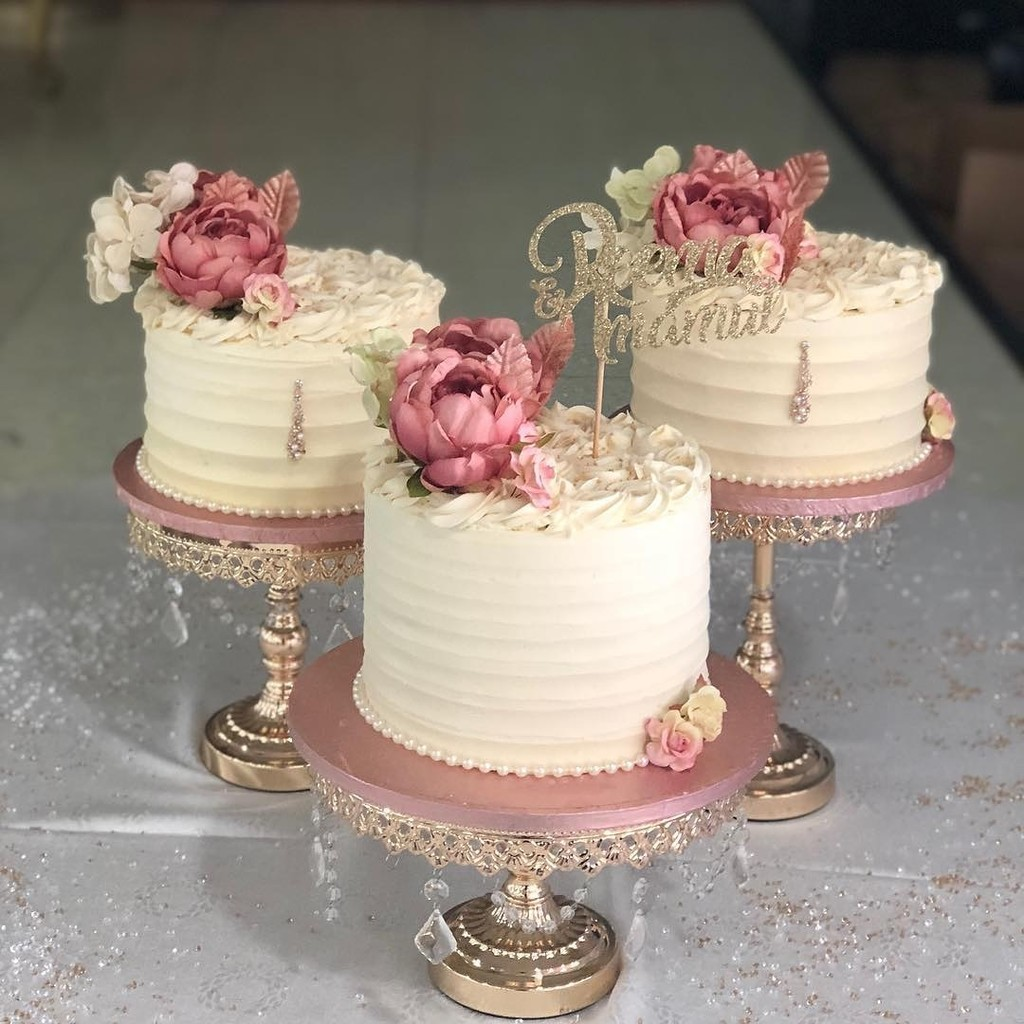 🌸Beautiful Buttercream🌸by @fabbcakess ... Thank you for choosing