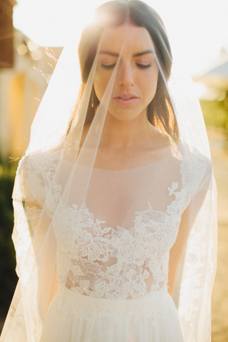 This #bride has such a beautiful #glow in this #sunset #weddingpicture #love the #weddingdress #lace detailing and #simple #veil #weddingphotography