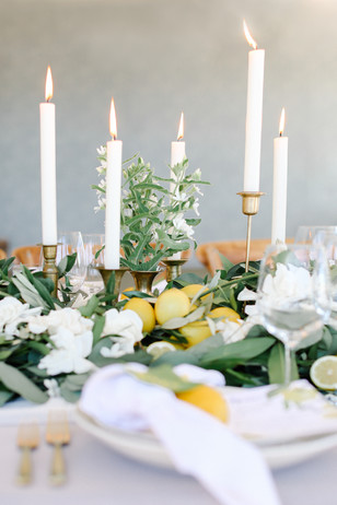 white yellow and gold wedding table decor