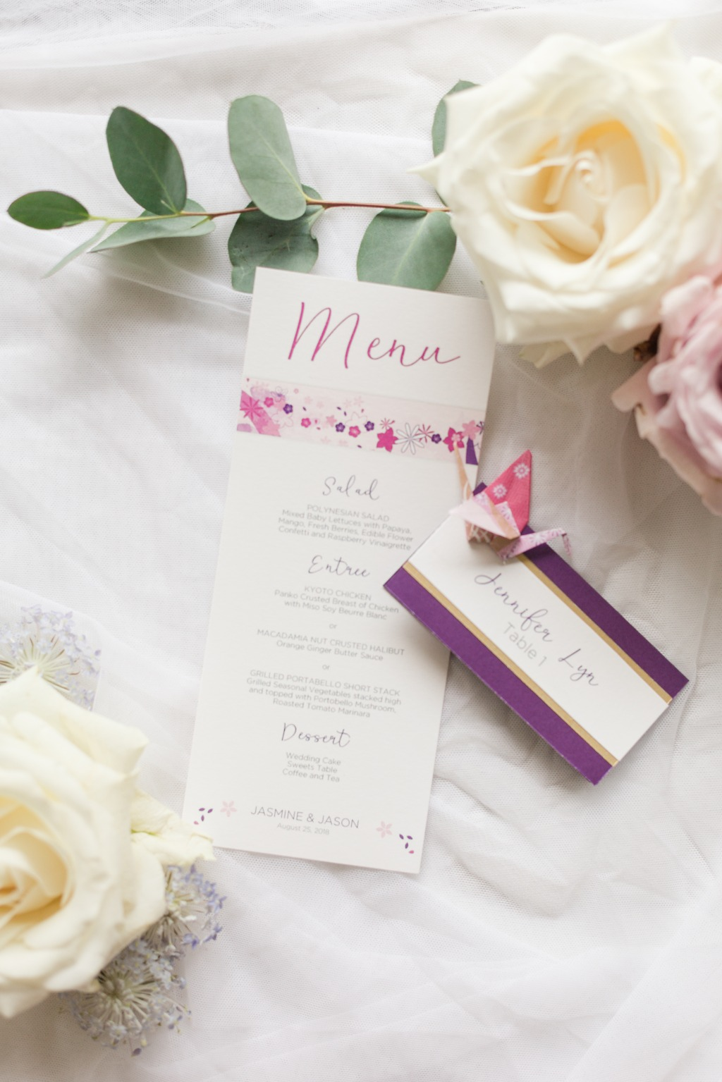 We're in love with these menu cards and placecards, designed to match the wedding invitation suite. Every placecard also had a hand