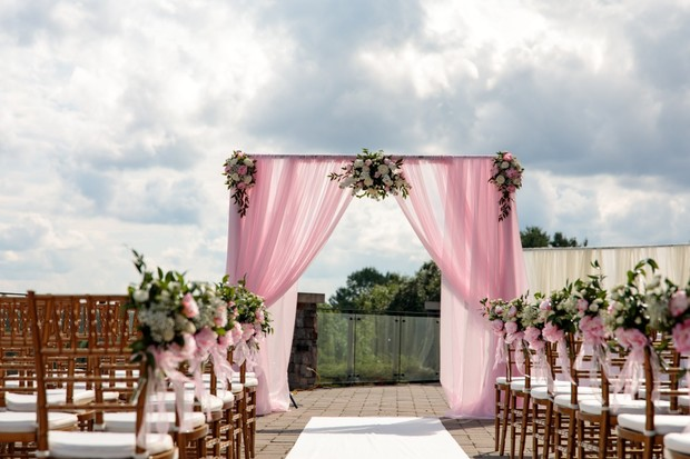 pink and white ceremony