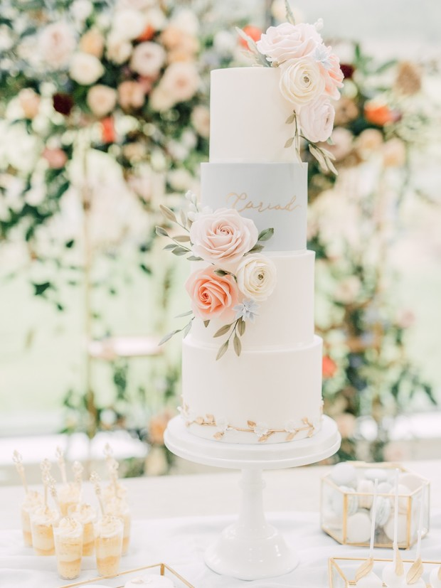 gold and pastel wedding cake