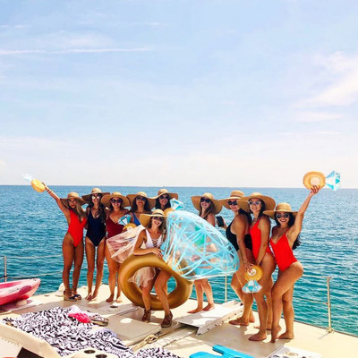 17 Times Bachelorette Party Pics Slayed