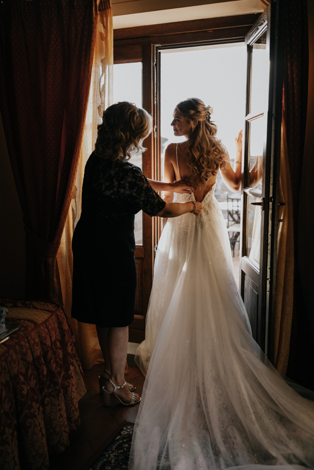 Such a special moment between bride and her mother!