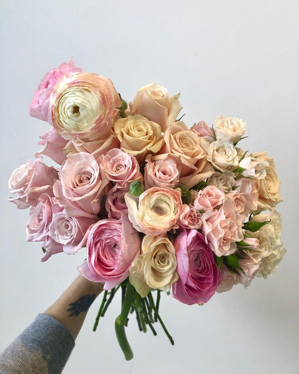 These dusty pink ranunculus have us impatiently waiting for all the 🌸spring🌸 florals to arrive!